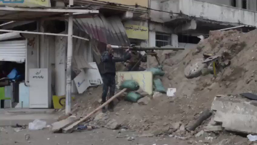 Footage of urban warfare between Iraq's Federal Police and Da'ish. Not far from the Al-Nuri mosque.