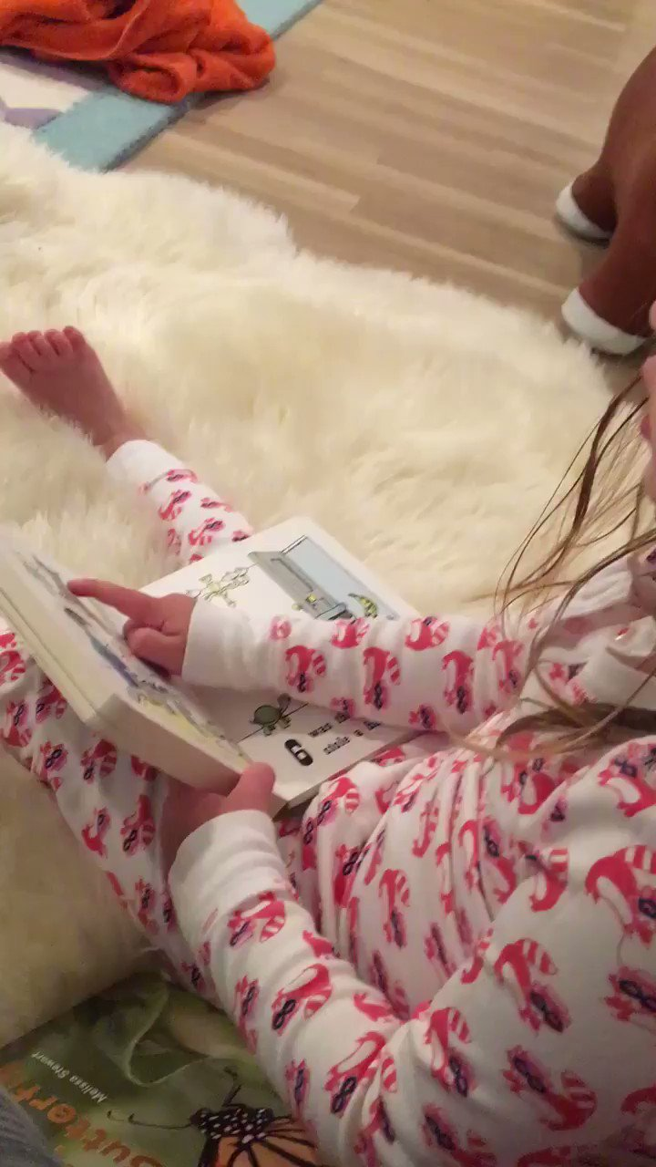 RT @kylemartino: She does the bedtime reading around here. https://t.co/R1NCD70uPo