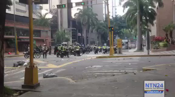 El Rosal: police using tear gas against protesters