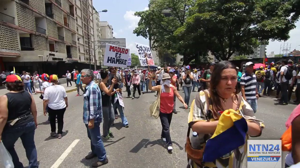 This 20 April opposition protest was strongly repressed an the Francisco de Miranda near El Rosal height