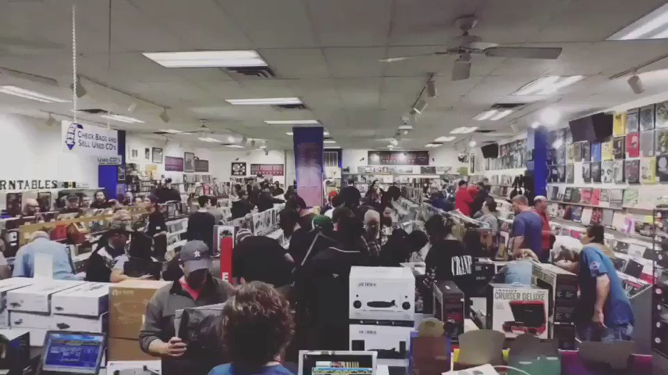 Happy #RecordStoreDay https://t.co/vabeaW2ZB7