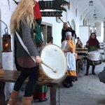 そういや旅行中タリンで古代バルト風衣装に身を包んだおねえちゃんたちのドンチャンに行き当たる僥倖を得た…