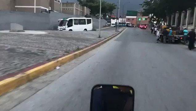 #LaPatriaEnMovimiento || Caracas amaneció en paz y trabajando, vía @te...