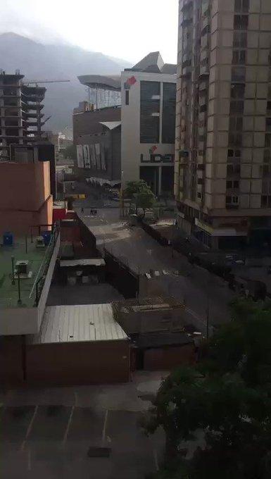 via @Dierich82:  Av. FRANCISCO DE MIRANDA. 8:30 AM CC LIDER https://t.co/4xQYtES1HG #Miranda