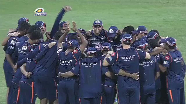 #IPL Match 28: Karn Sharma gets his @mipaltan cap from @MahelaJay #MIv...