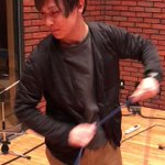 辻先生のシールド8の字巻き講座です。お納め下さい。#音楽スタジオの店員さん pic.twitter.…