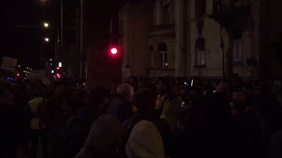 There appear to be more than 100 police surrounding Fidesz HQ, many in riot gear