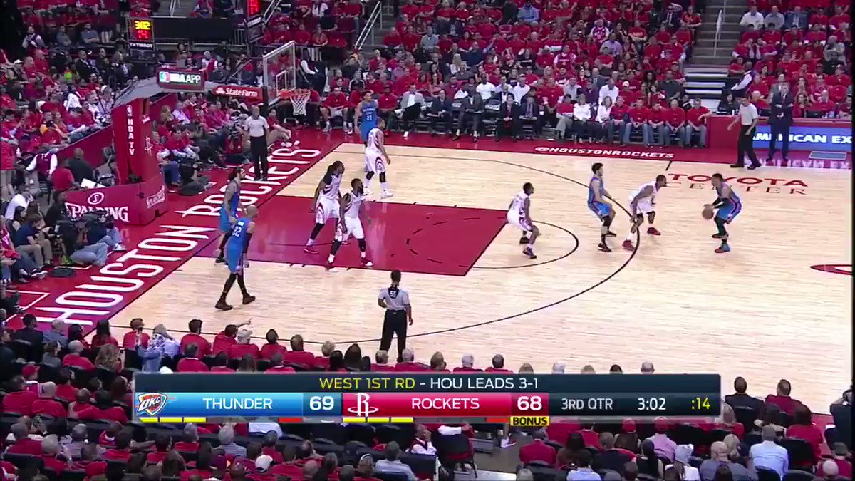 Alex Abrines finds his way in to give Thunder the lead. #NBAPlayoffs #...