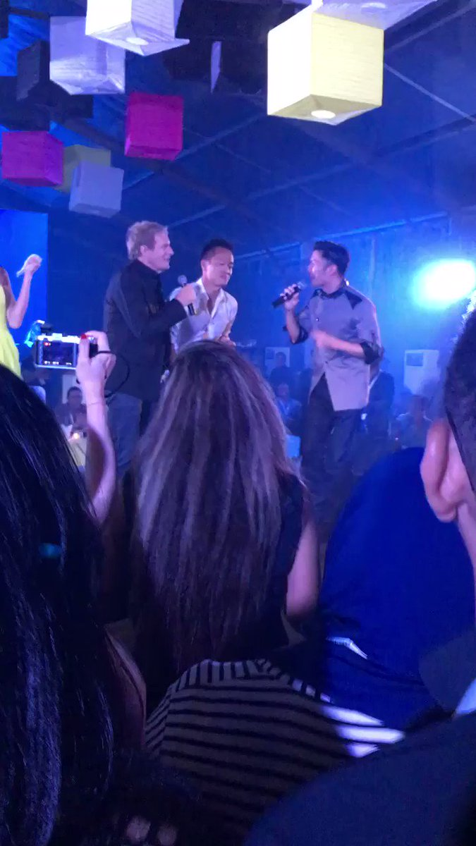 Michael Bolton duet with Nicholas Tse from #FOXPLUS #EastMeetsWest Party at #MPAAPOS last night https://t.co/BVHeED9cFl