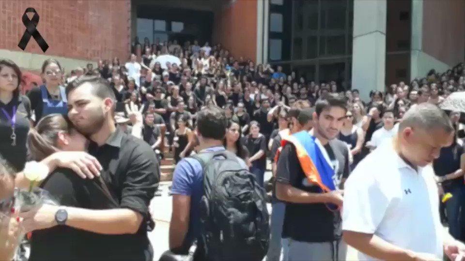 #27Abr Estudiantes de la #Unimet rindieron homenaje a Juan Pablo Perna...