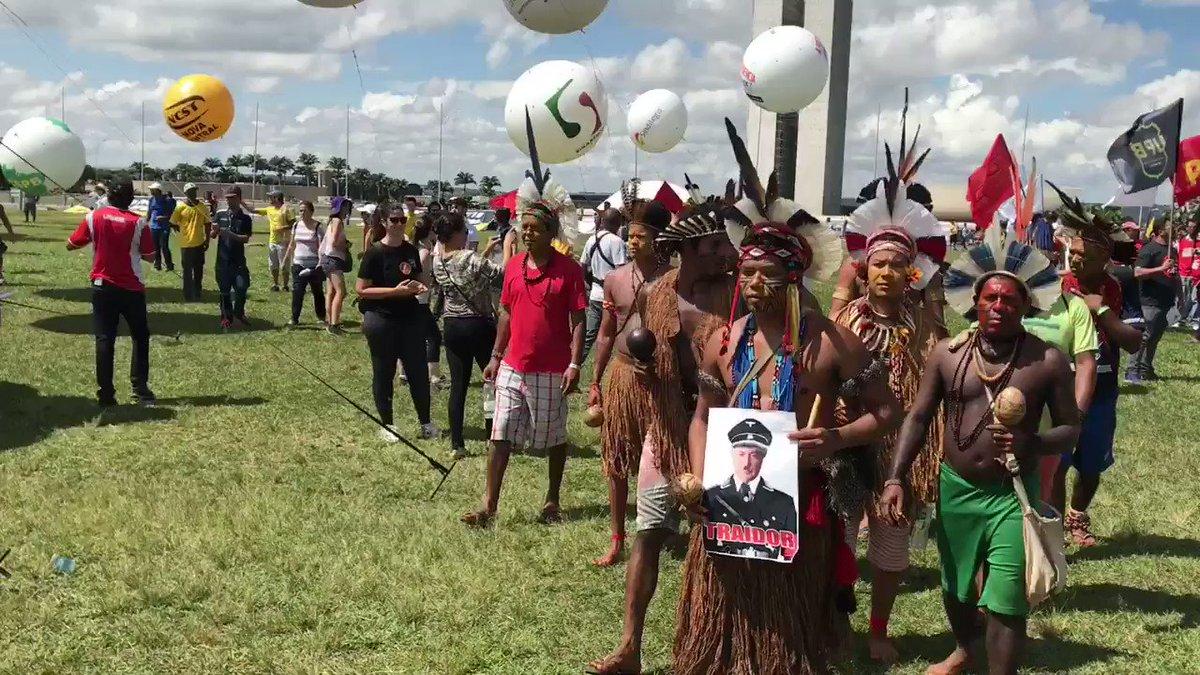 Povos indígenas também protestam em Brasília contra pauta regressiva do governo Temer. #GreveGeral