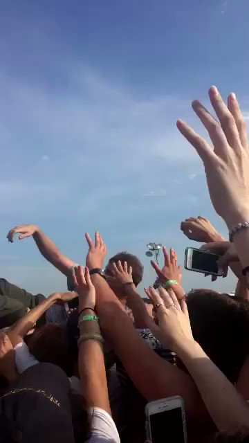 It\s Mac DeMarco\s birthday today!!! Happy bday here\s a throwback to MoPop last year :)