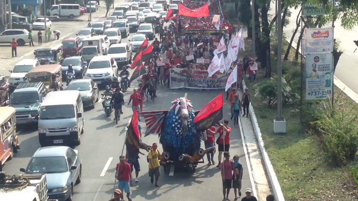WATCH: Nasa Quezon Ave-Capitol na ang grupong Kadamay. | via @allangatus https://t.co/OiucHceCfY