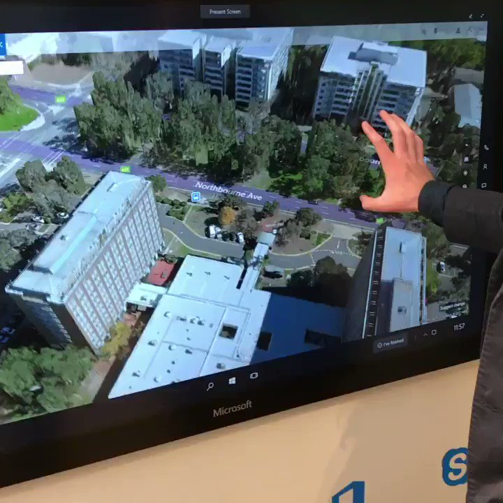 Playing with the Surface Hub. #SurfaceLife #Ambassador https://t.co/bwCiFd47yT