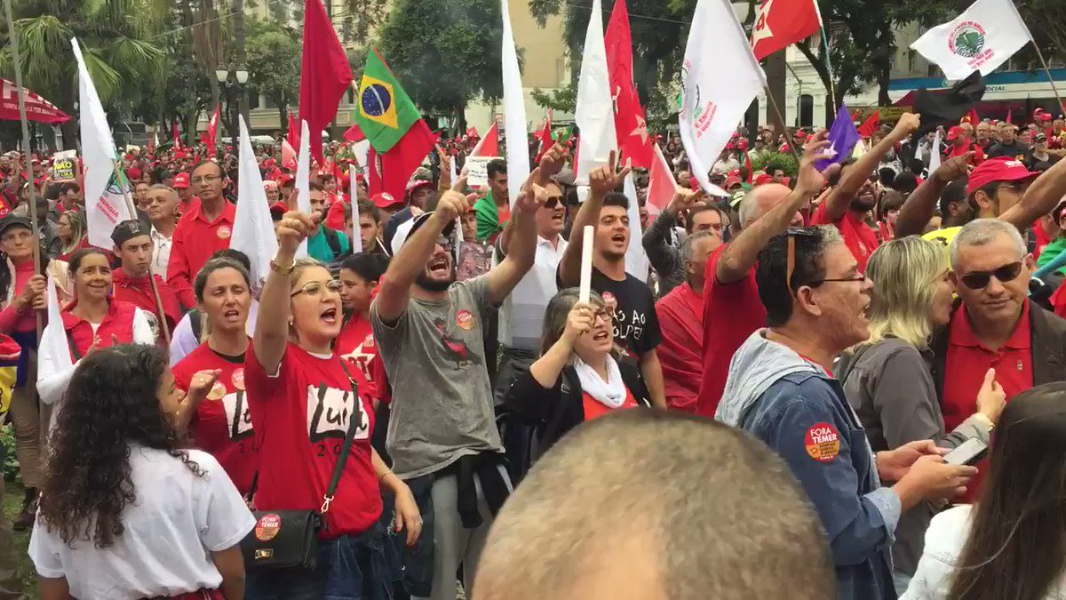 Lula supporters: 'Coup govt, fascist govt, no more.' In Curitiba act in support of Lula