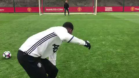 Lingard, Martial and Rashford take part in dizzy penalties. Martial's penalty is jokes. 😂 #mufc