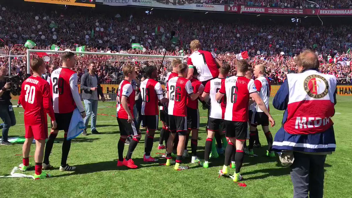 A Dirk Kuyt hat-trick seals @Feyenoord their first league title since 1999. He rejoined them in 2015. Legend status. https://t.co/3TITIfpyb3