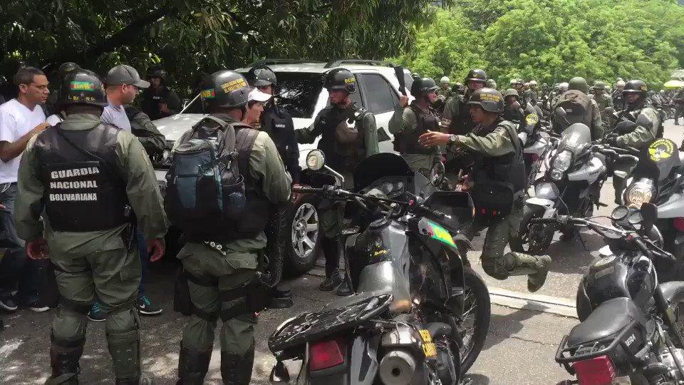 La mayoría de los detenidos en el Trigal fueron bajados de sus vehículos o sacados de locales comerciales #Carabobo https://t.co/0xariRCjke