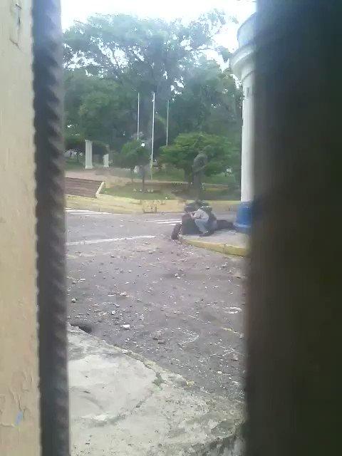 Así reprimió hoy la policia de Vielma Mora a los manifestantes en Capacho estado Tachira! Balas contra piedras #15M https://t.co/wPKD99Wpwa