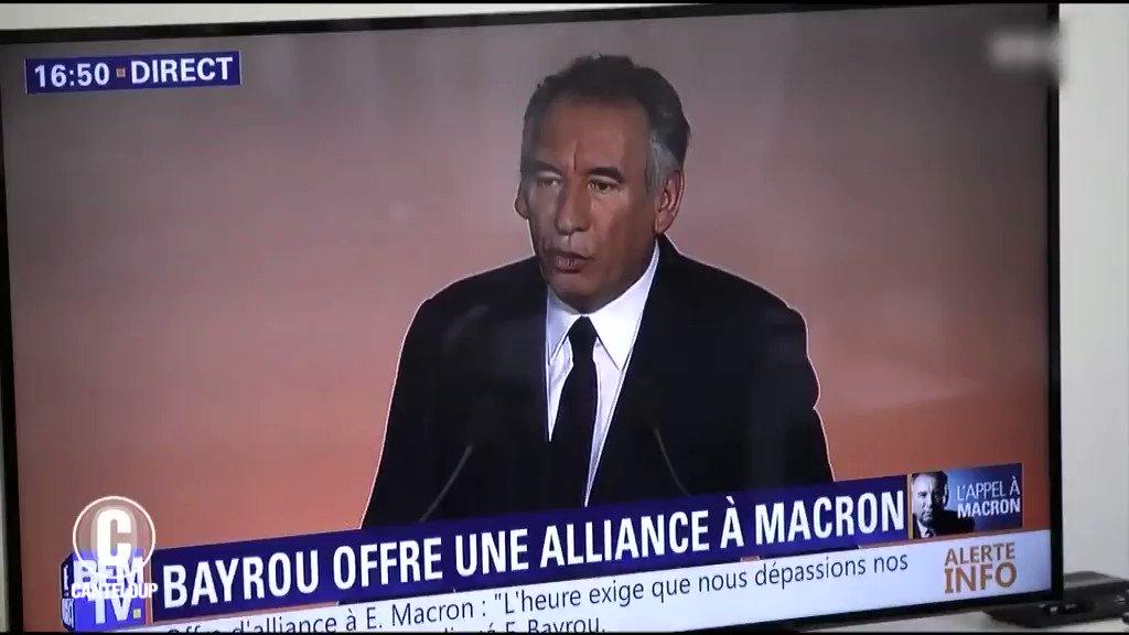 #Bayrou s'est vendu à #Macron... pour des prunes! Il y a cru jusqu'au bout.. la grosse claque😂