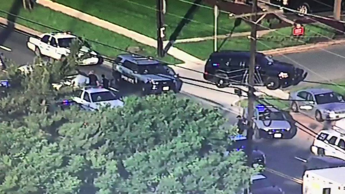 Police chase ends Allentown Rd @ Camp Springs Ave #SkyTrak7 #MDtraffic #GMW https://t.co/ss1xUuSv4z