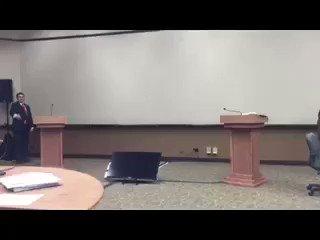 Asesor de Hillary Clinton publica video de cómo practicaban para evitar que Trump la abrazara