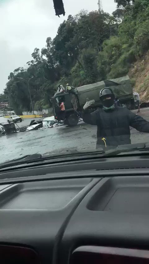 Panamericana highway at Montaña Alta: truck of Venezuela National Guard was seized