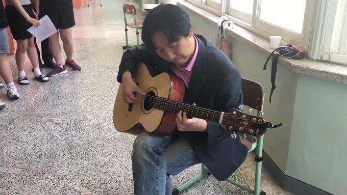이틀 전 5.18 민중항쟁 기념일에 천안 북일여자고등학교 3학년 학생들이 선생님의 연주에 맞춰 즉흥적으로 <임을 위한 행진곡>을 따라 부르게 되었다며 보내 온 영상을 올립니다. 멋져요^^