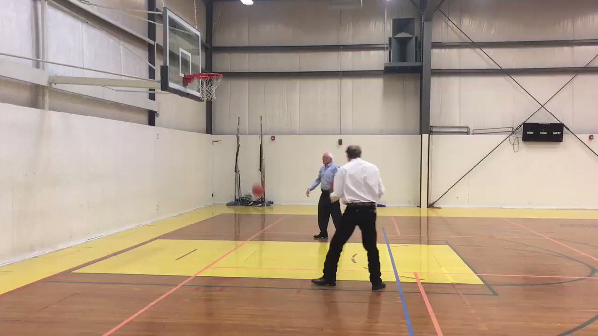 Pre Butte rally @BernieSanders and @RobQuistforMT shoot some hoops https://t.co/BoKdvE3W7Y