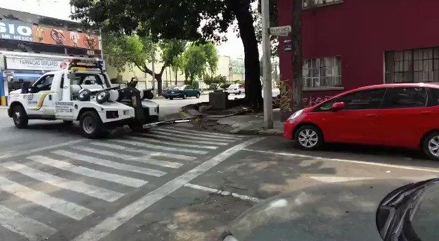 ¿Oye @ManceraMiguelMX, me puedes explicar por qué razón se llevan un auto que está bien estacionado? https://t.co/7b32qCix8W