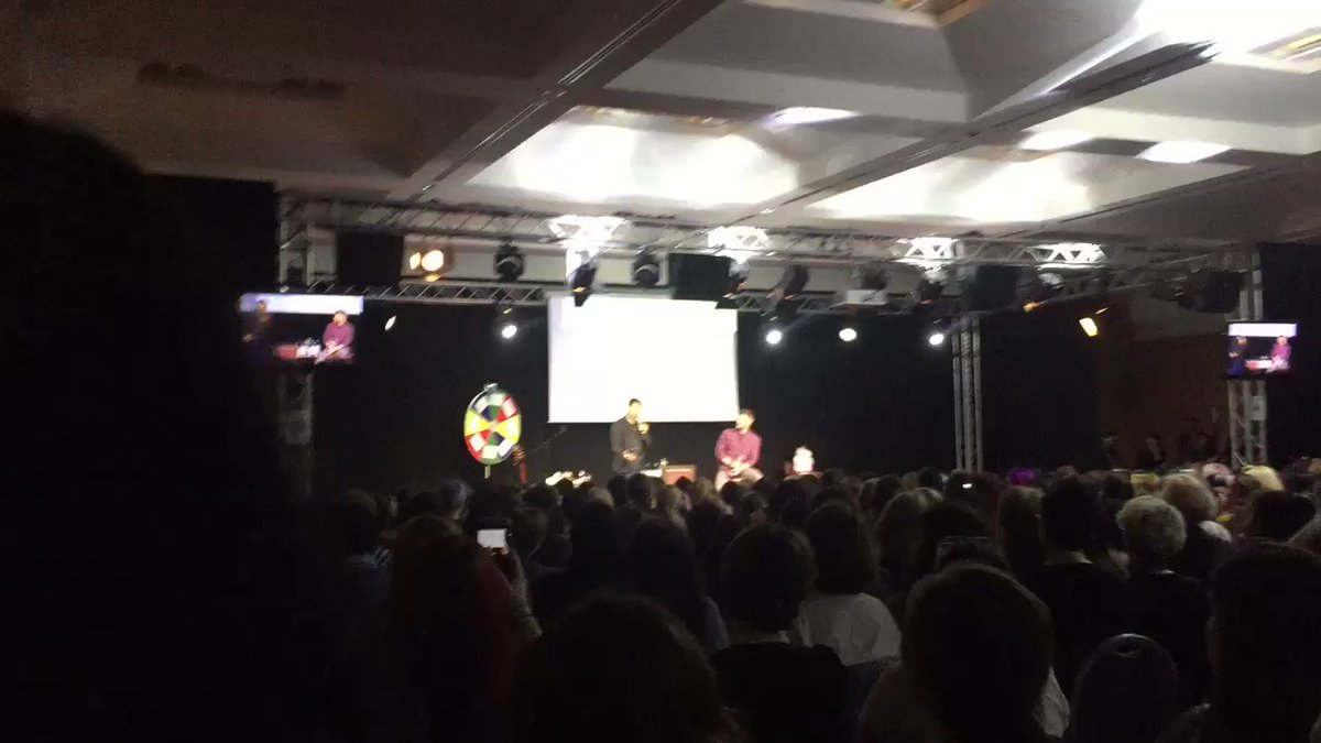 JENSEN AND MISHA JUST FUCKING SHOWED THEIR UNDERWEAR TO EACH OTHER WHAT THE FUCK #jibcon https://t.co/JZE8UeZt3c