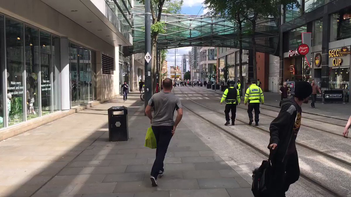 Police pushing crowd back by Manchester Arndale centre, some running, some in tears https://t.co/4wYbwzdm8E