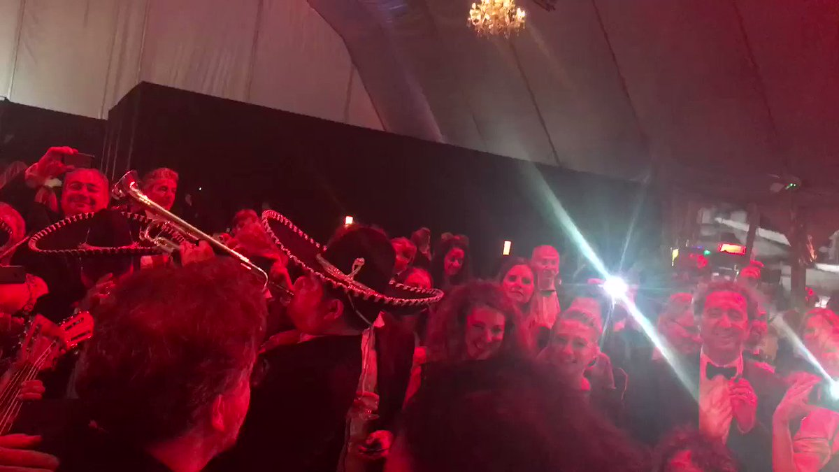 Guillermo Del Toro leading mariachi band in song at end of #Cannes70 dinner. Sorrentino vapes. https://t.co/07XlwjFeII