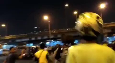 BREAKING: Video has emerged showing the moment of explosion at Kampung Melayu Jakarta. #Indonesia https://t.co/bxXNJRaNoL