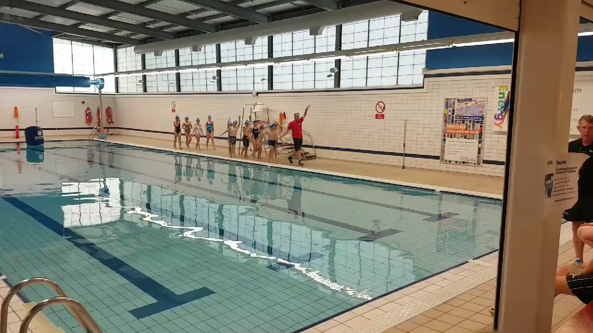 It's a final warm up before the kids tackle their swim at @brownleefdn minitri today @SmeatonAcademy @LeedsActiveSchs