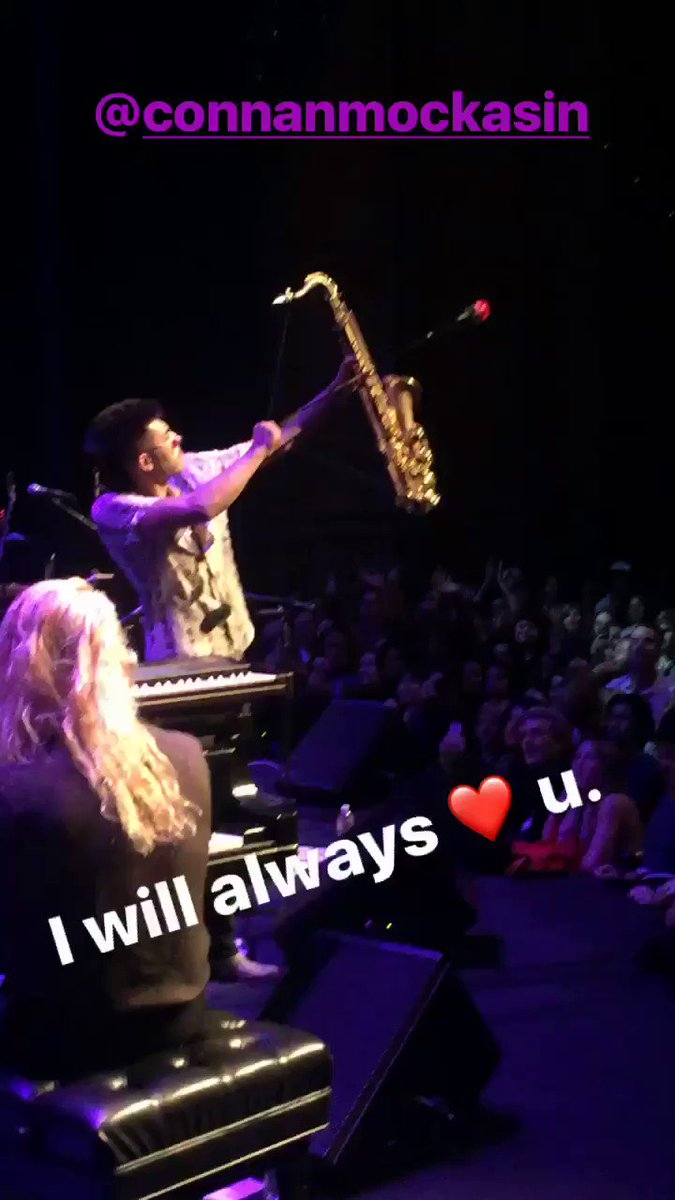 V special moment from last nights performance at the UCLA Royce Albert Hall w/ @ConnanMockasin #sax&arrow https://t.co/dYWRwVr3QW