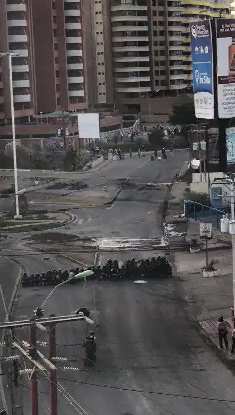 Hace minutos #Lecheria herido policía por mortero #27m https://t.co/oUKB53bHD9