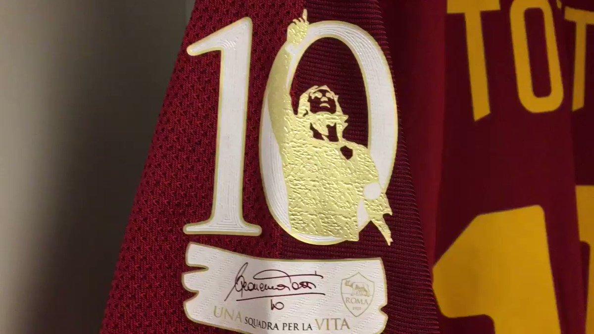 👑 #Totti 🔶🔴  #ThanksTotti #TottiDay #ASRoma https://t.co/pLfvwU1OU0