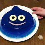 母「ローソン福引で当たった風呂桶かして。使いたい」 私「いいよ」  こんな会話してから数日…家に帰ったら巨大スライムゼリーが出来上がってたー!?500円玉はサイズ比較用w