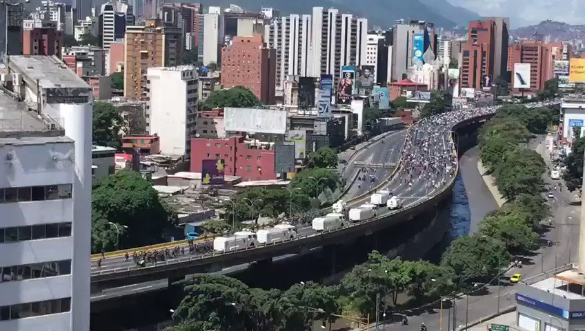#ENVivo Así empieza la represión por parte de la GNB en la Autopista Francisco Fajardo este #29May a las 2:18 p.m.