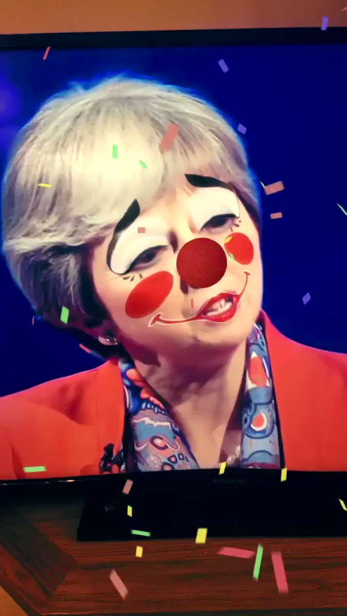 Watching this through Snapchat filters improves it enormously. #BattleForNumber10 https://t.co/Zzegq19eXh