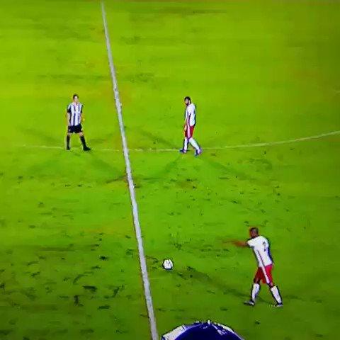 Douglas Assis cobrou a falta lá do campo de defesa. A bola passou por geral e... gol! Figueirense 0x1 Boa Esporte  https://t.co/gnEu5EFGYJ