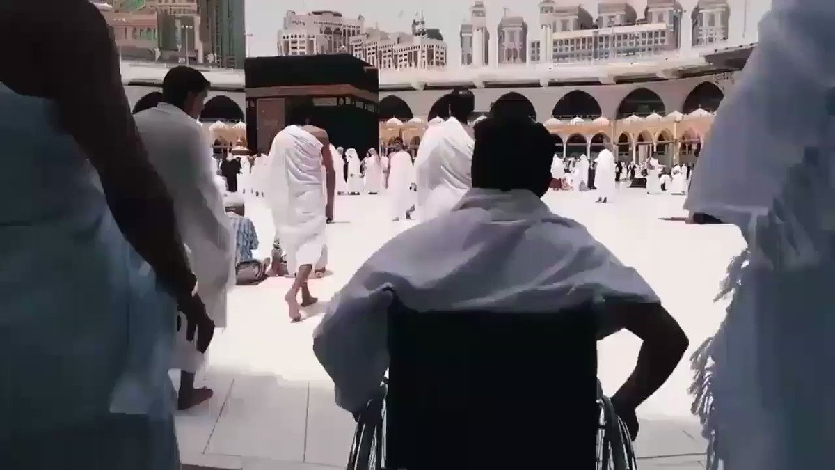 A guy in wheelchair in Mecca wanted  circle the Kaaba without asking for help but see what happened next ❤ 😭