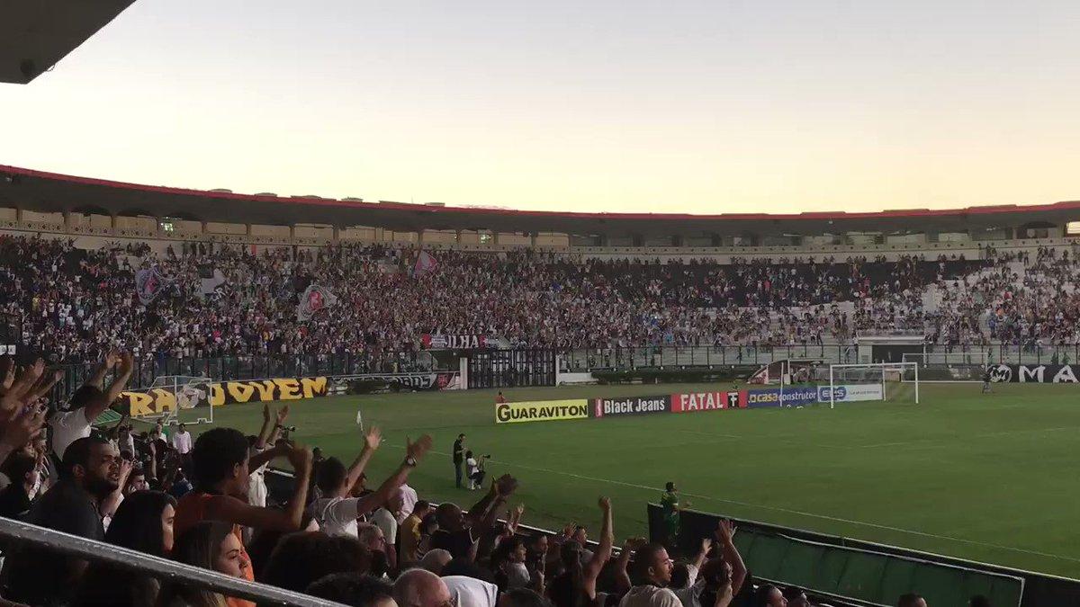 Torcida vascaína canta muito após grande defesa de pênalti do goleiro João Pedro! #VASxCAM #CopadoBrasilSub20