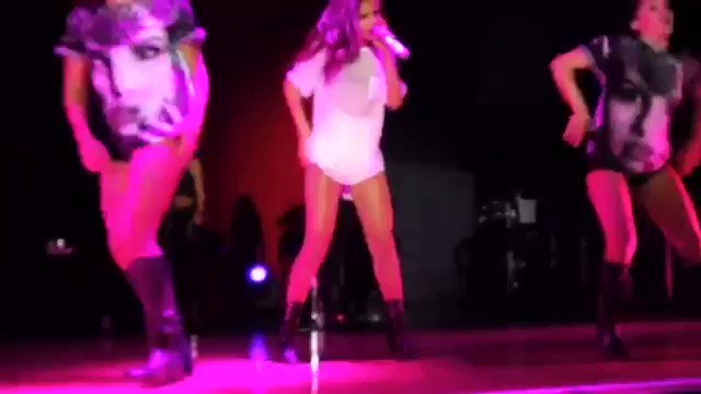 SELENA IS SUCH A GOOD PERFORMER FUCK