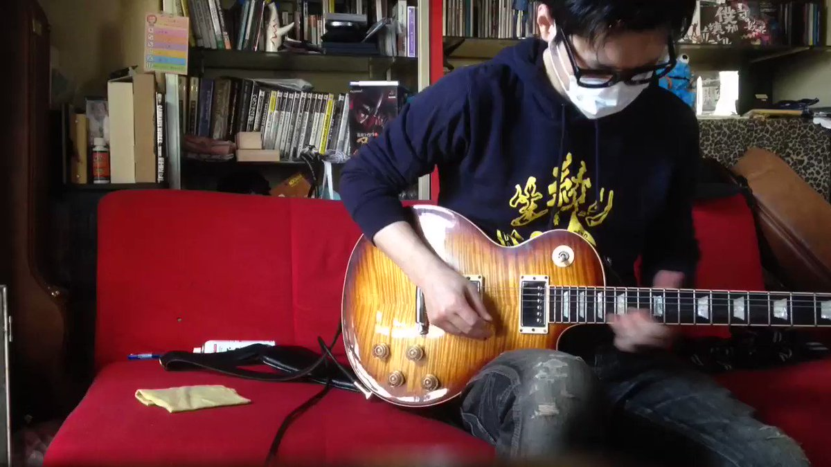 フジのベースソロに触発されて、僕も憧れのギターソロをコピーしてみました。 X JAPANのX時代の名曲、BLUE BLOODです。 明日のわくフェスの物販にはこの動画で着てる生絞りパーカーを持って行きます。 https://t.co/M9qUc6Px9Y