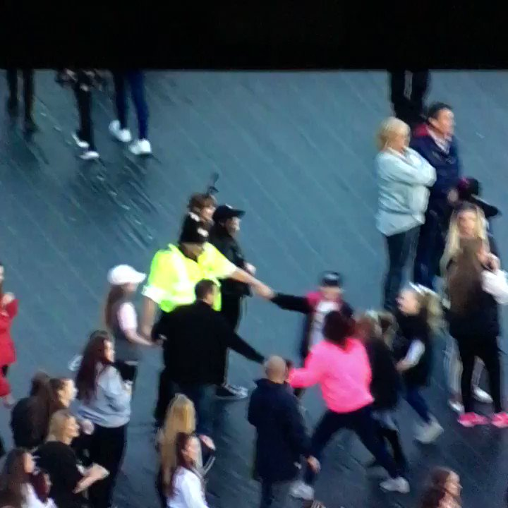 Gotta love dancing @gmpolice #OneLoveManchester https://t.co/h5lxcjhbUJ