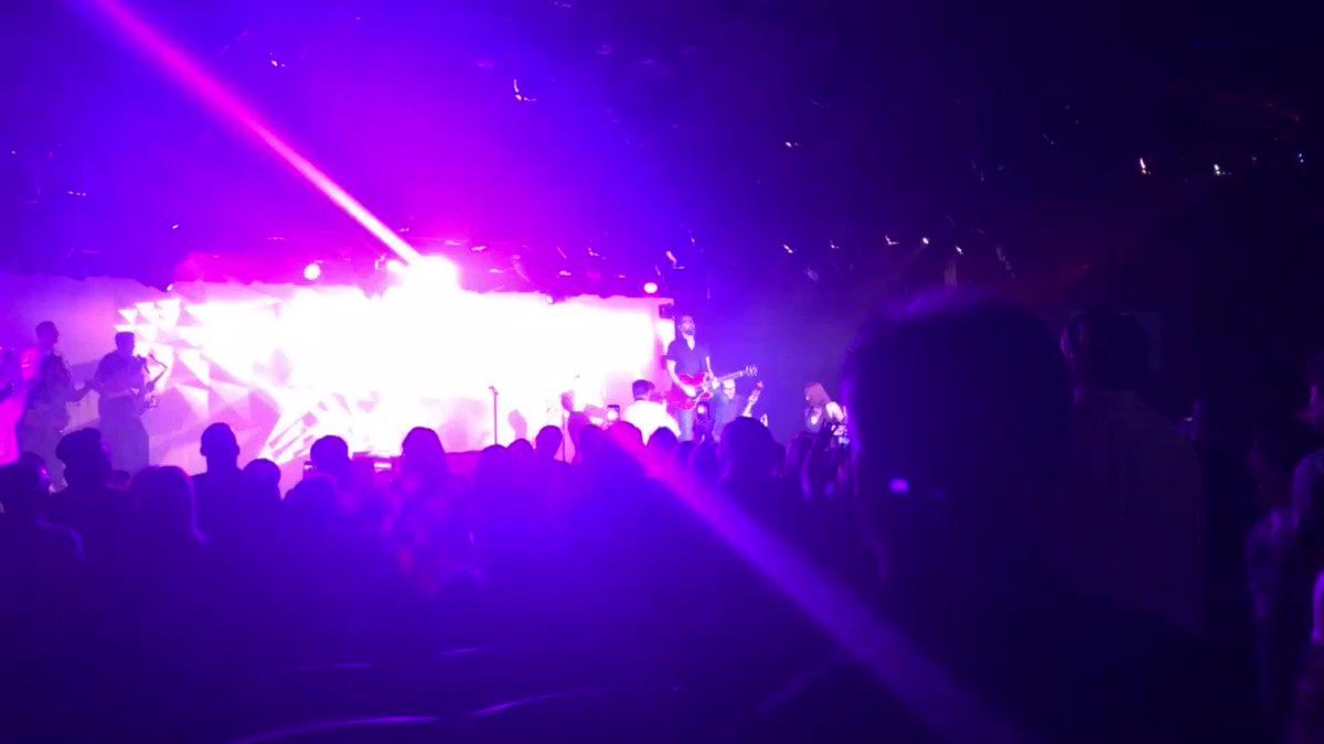 @frankiemoreno fab show last night! #newvegas https://t.co/5NCAn7fitz