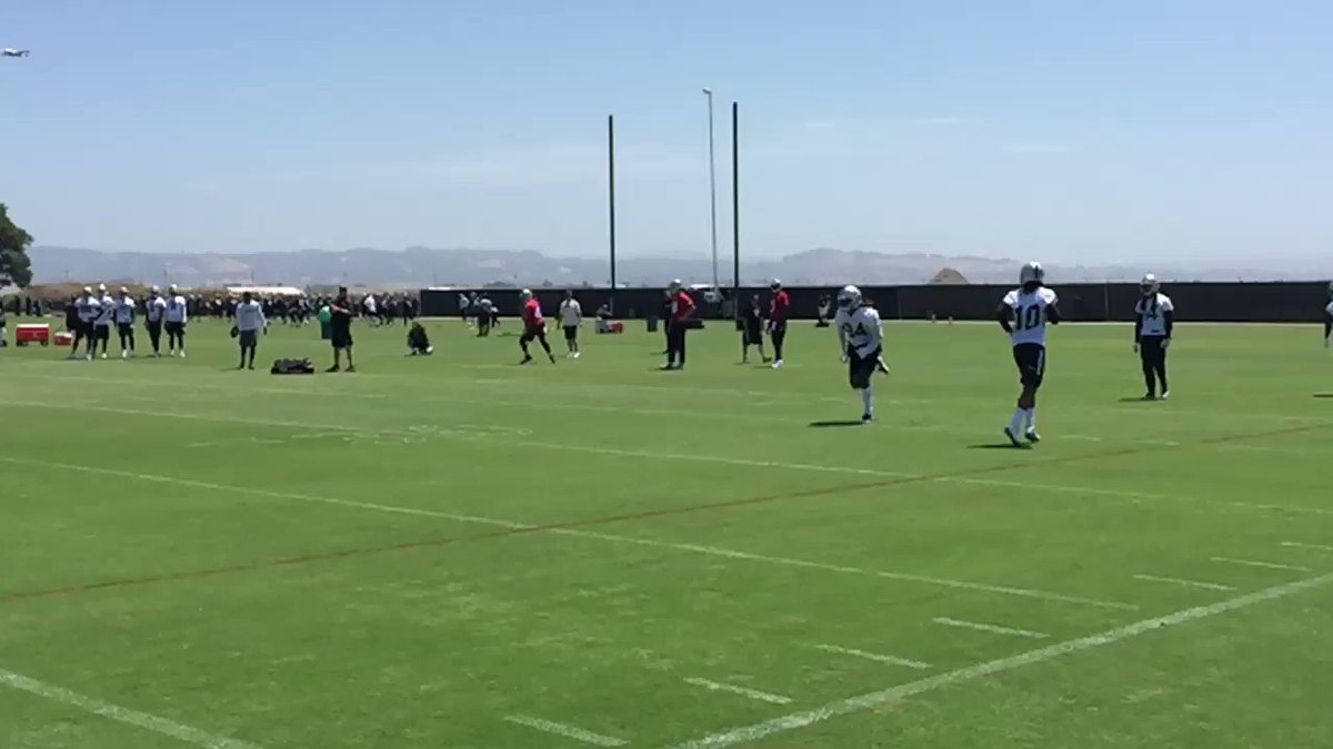 . @ceeflashpee84 with the one-handed grab from @derekcarrqb in #Raiders OTAs in slo-mo, @ESPNNFL https://t.co/tEVaza4NLQ
