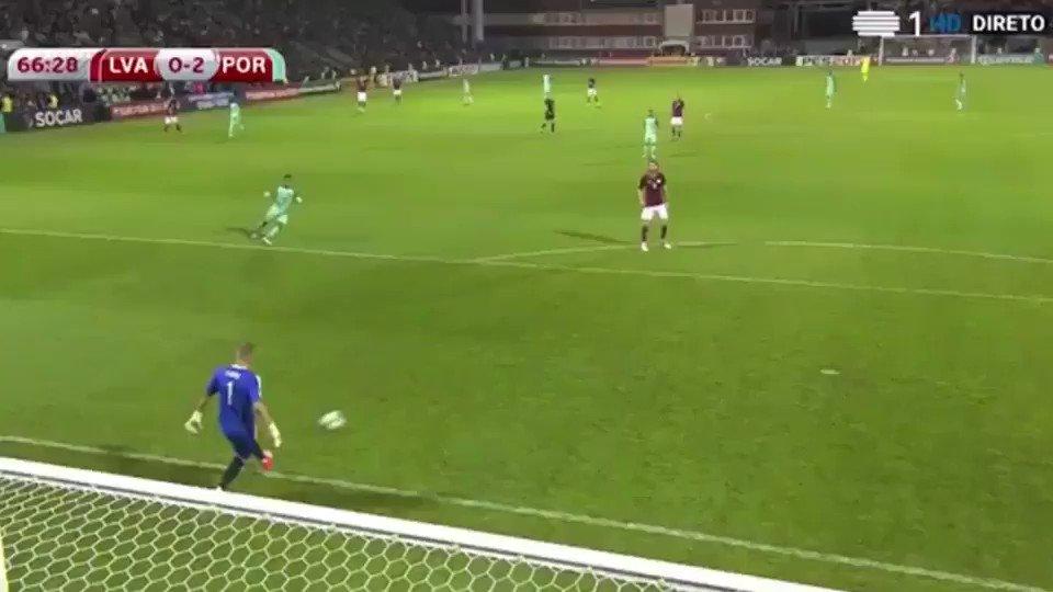 👏👏👏 André Silva pelo ⚽ 👏👏🇵🇹 @selecaoportugal  #FCPorto #portugal